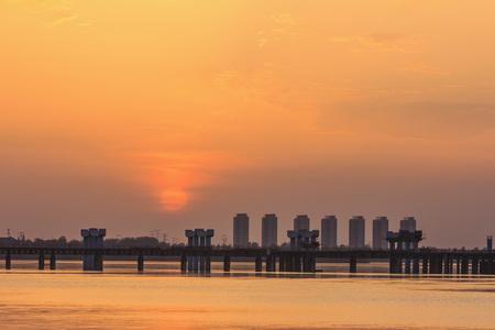 reloj de sol: Puesta del sol, puesta del sol, nubes, lago, paisaje hermoso