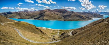 チベット湖ビュー
