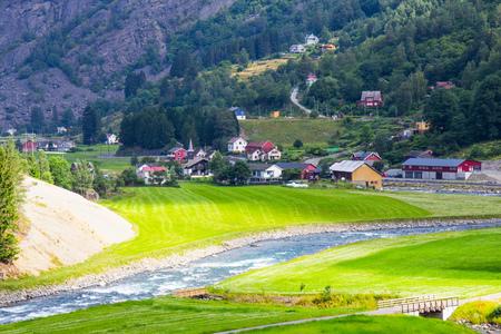 ミュルダール鉄道線ノルウェーにフラムで美しいビュー