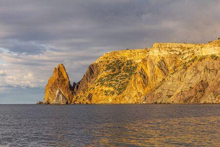 Scenic view from Jasper beach near St. George Monastery to Cape Fiolent in sunny summer day. Rocky coast black sea and cliff, Sevastopol, Crimea, Russia, Ukraine. Landscape Mountains surround the bay. Stockfoto - 133100868