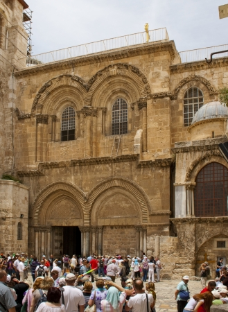 church of the holy sepulchre: Tourists in front of Church of the Holy Sepulchre, Jerusalem, Israel