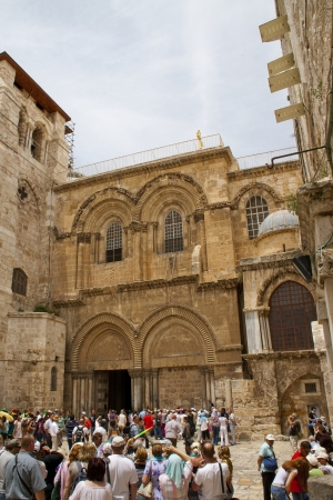 sepulchre: Tourists in front of Church of the Holy Sepulchre, Jerusalem, Israel