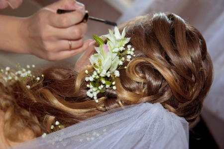 Long curly wedding hairstyle and makeup photo