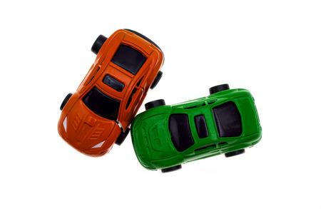 botsing van twee auto's die op de witte Stockfoto