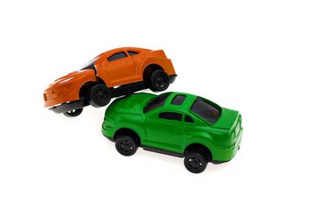 juguetes antiguos: colisi�n de dos coches aislados en el blanco
