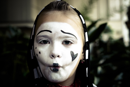 mimo: Pretty Girl in the form of mime actor Foto de archivo