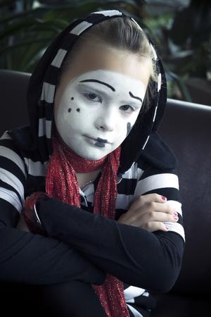 mimo: La muchacha triste en la forma del actor mimo Foto de archivo