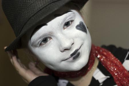 mimo: Retrato de la muchacha del mime actor de primer plano Foto de archivo