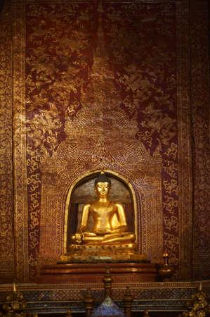 watphrasingha gold statue