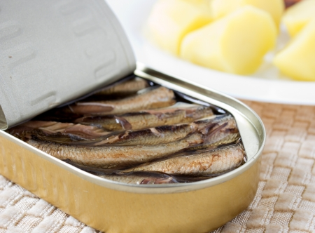 sprats: Sprats in oil with potatoes