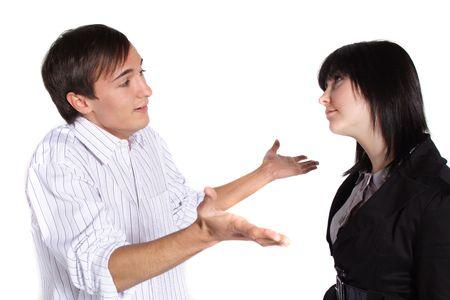 offense: Una atractiva joven pareja, tener un dispute.All aislados sobre fondo blanco.