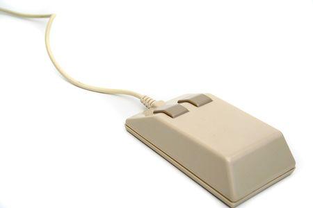 periferia: Un mouse del computer vecchio stile. Tutto isolato su sfondo bianco.