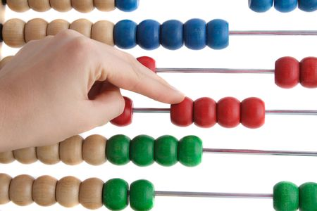 �baco: Una mano con un abacusto de calcular. Todos aislados sobre fondo blanco. Foto de archivo