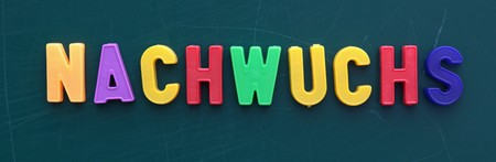 hijos: The german term for offspring in colorful letters on a blackboard.