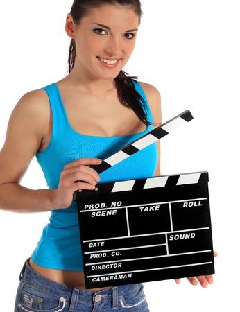 filmregisseur: Aantrekkelijke jonge vrouw met een lei steen. Allemaal op witte achtergrond.