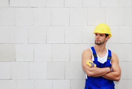 contrema�tre: Ouvrier sur le chantier de construction. Banque d'images