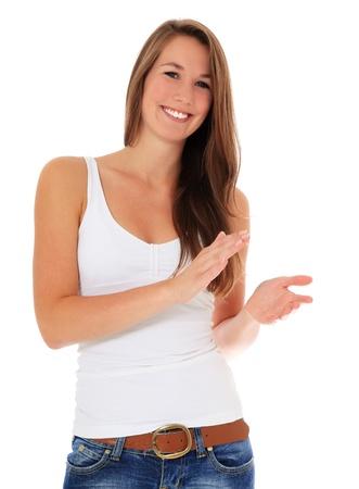 manos aplaudiendo: Mujer joven atractiva aplaudir con las manos. Todo sobre fondo blanco.