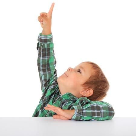 chłopięctwo: Cute Kaukaski ChÅ'opiec punktów z palcem. Wszystkie na biaÅ'ym tle.