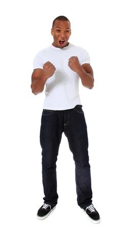 Aantrekkelijke zwarte man juichen. Alle op een witte achtergrond.