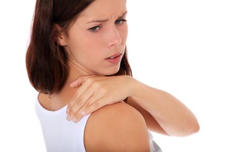 dolor muscular: Mujer joven atractiva sufre de dolor de cuello. Todo sobre fondo blanco.