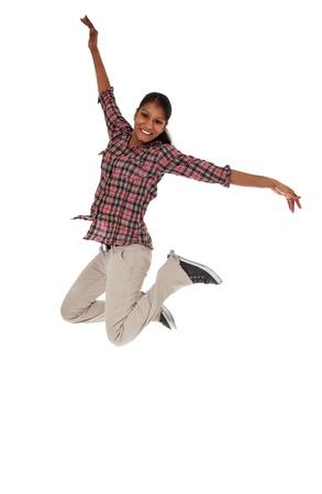 salto largo: Mujer joven que anima todo sobre fondo blanco