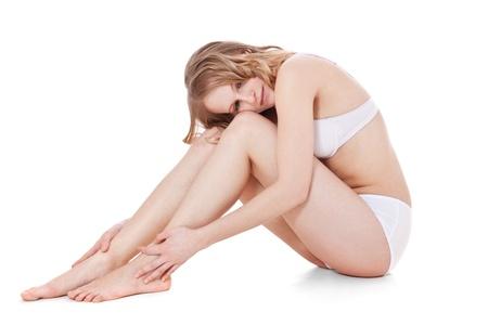 femme sous vetements: Attractive adolescente en sous-vêtements blanc Tout sur fond blanc Banque d'images