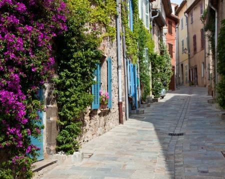 Traditional provencal street scenery   免版税图像