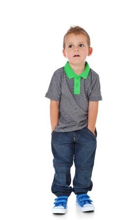 Volledige lengte shot van een schattige kleine jongen Alle geïsoleerd op witte achtergrond Stockfoto