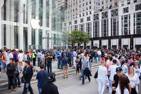 5th: People waiting for the iPhone 6 in front of the Apple store on Fifth Avenue New York