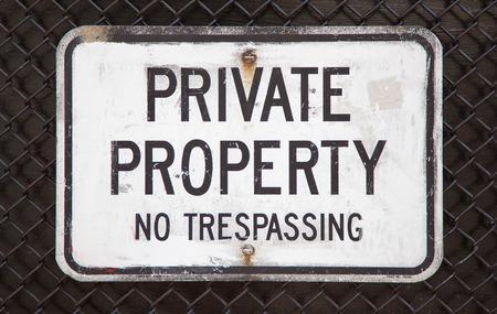 no trespassing: Propiedad privada prohibido el paso firme