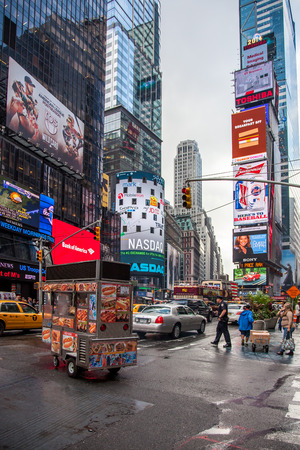 times square: Street scene in New York City