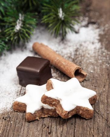 Fien cinnamon cookies on wooden background