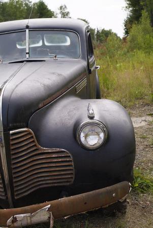 黒アンティーク放棄された車
