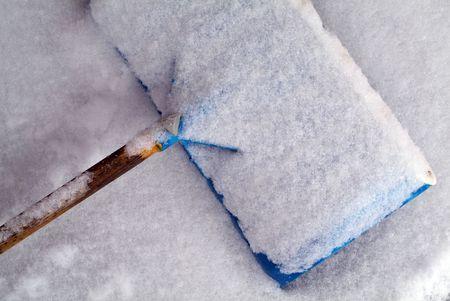 Teal Snow shovel covered in snow Zdjęcie Seryjne