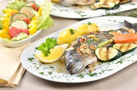 Trout amandine (fried trout with butter, lemon and almonds) Reklamní fotografie - 11589708
