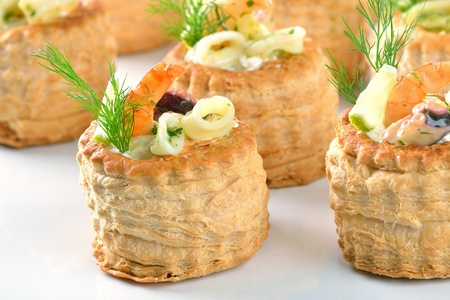 Stuffed puff pastry shells Imagens - 11589772