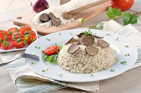 truffe blanche: Risotto aux truffes noires fraîches italiennes
