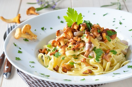 ribbon pasta: Tagliatelle with fresh chanterelles