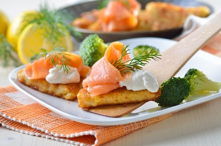 thaler: Grated fried potatoes with smoked salmon and creamed horseradish sauce Stock Photo