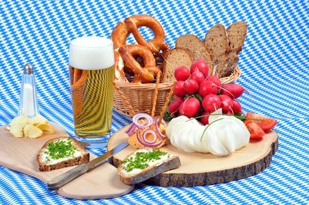 comida alemana: Baviera placa de aperitivo Foto de archivo