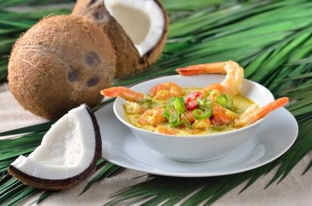 curry: Camarones sopa caliente con leche de coco
