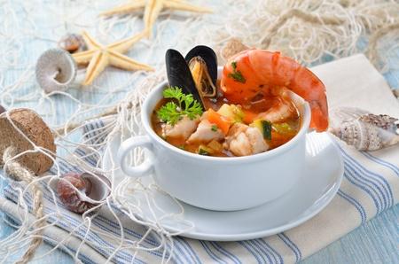 plato de pescado: Deliciosa sopa de pescado