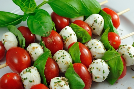 Skewers with tomato and mozzarella