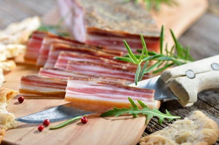 bacon fat: Snack with delicious South Tyrolean smoked bacon  Stock Photo