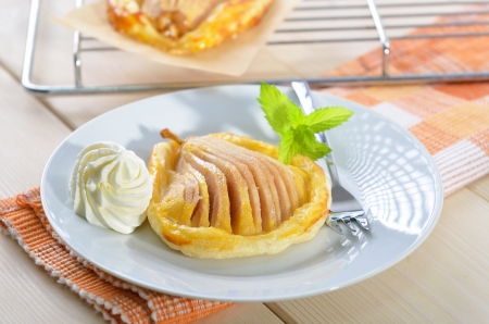 Pear with honey on puff pastry
