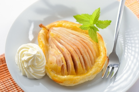 Pear with honey on puff pastry Reklamní fotografie - 14367010