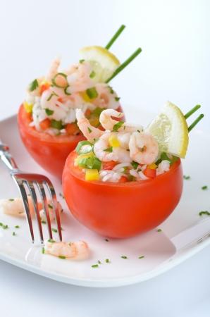 Tomates farcies aux crevettes et riz