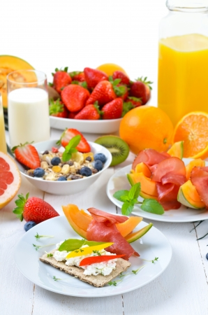 Healthy breakfast with fresh fruit, crispbread, lean ham and cottage cheese Stock Photo - 19055505
