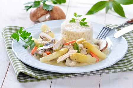 fricassee: Chicken fricassee with fresh white asparagus and rice