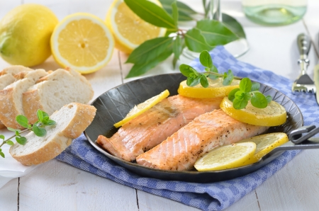 Fried salmon fillets Stock Photo - 20243449